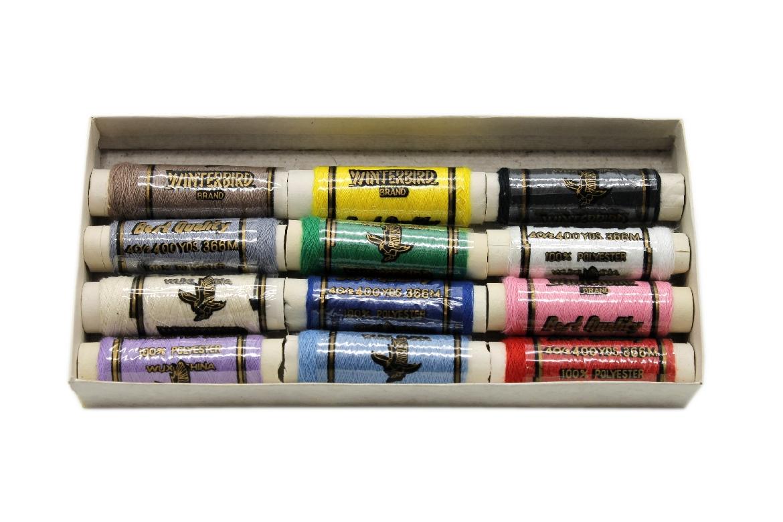 Набор цветных ниток в упаковке